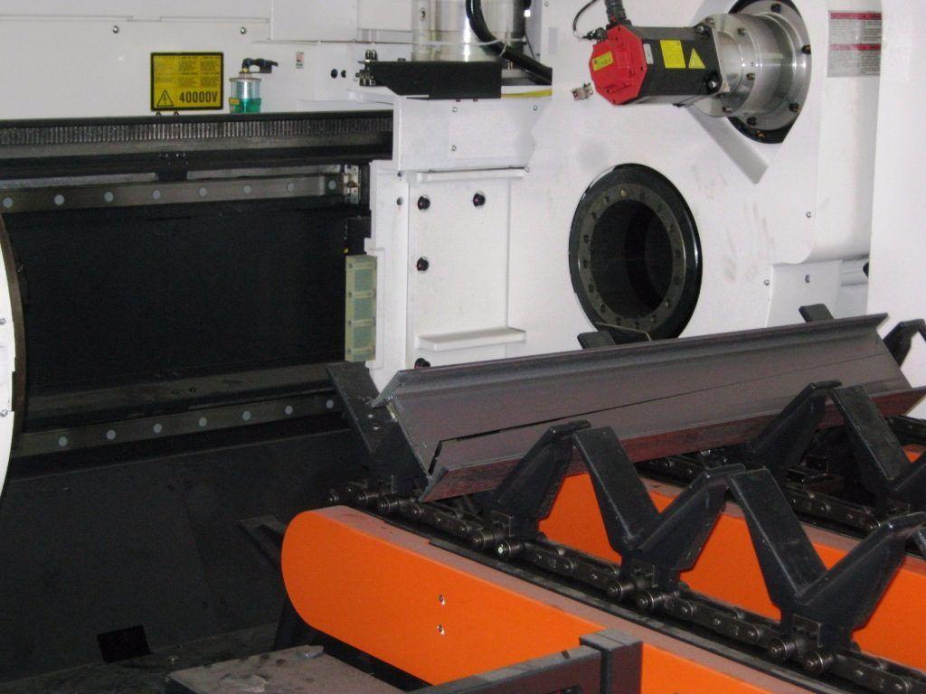 trave acciaio tagliata al laser